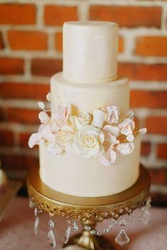 Gorgeous Romantic Floral Wedding cake by Tessa Lindow Huff. Cake Design for Best Friends For Frosting