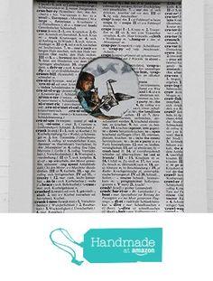 Papier Kranich Bild, Geschenk für Bücherbegeisterte, Origami Druck Kinderzimmer, Unikat Kunstdruck, handbemaltes Einzelstück, Weihnachtsgeschenk für Leseratten und Origami Falter, ein kleines Mädchen faltet einen Papierkranich, Druck auf alten, zerliebten Buchseiten, im handgemachten Buchseiten Passepartout von der Atelier Dorothea Koch https://www.amazon.de/dp/B01M7Q5S02/ref=hnd_sw_r_pi_dp_zKAjyb9TGPM7K #handmadeatamazon
