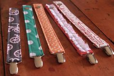 Sewing Baby DIY pacifier clips tutorial - Here's a list of some fun DIY baby projects, an idea for every week that you are pregnant! Now you have fun projects to keep you busy until baby arrives! Pacifier Clip Tutorial, Pacifier Holder, Pacifier Clips, Diy Baby Gifts, Baby Crafts, Fun Crafts, Sewing Projects For Kids, Sewing For Kids, Diy Projects