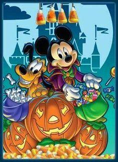 Mickey and Pluto Cute Disney, Disney Dream, Disney Mickey, Disney Art, Disney Movies, Disney Magic, Mickey Halloween, Halloween Pictures, Scary Halloween