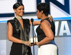 Riri accepting the Icon Award (from her Mom)