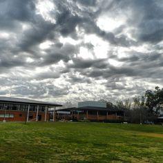 Se viene la lluvia en el Campus.