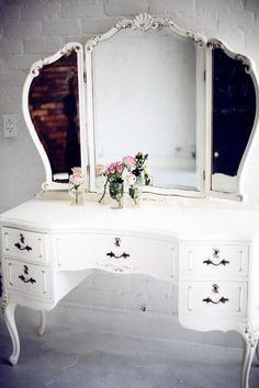I have been looking for another Vanity, and I love these old style with lots of space better then the newer ones.