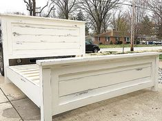 Distressed White Farmhouse Bed - Home Professional Decoration White Farmhouse, Farmhouse Style Kitchen, Farmhouse Decor, King Farmhouse Bed, Modern Farmhouse, Farmhouse Bed Frames, Rustic Bed Frames, Modern Country, Farmhouse Bedroom Furniture