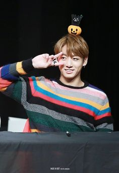 Jungkook ❤ BTS at the Mokdong Fansign #BTS #방탄소년단