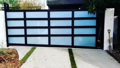 The best modern design! Aluminum and glass sliding driveway gates! #aluminumfence #aluminum #aluminumgates #customgates #realestate #construction #marinadelrey #culvercity #realestate #invest #drivewaygates #liftmaster #securitygates #remodel #metalgates #automaticgates #steelgates #house #modren #invest #luxury #realestate #remodel #gate #rustfreegates #glassgates #drivewaygates #modrengates #gateslosangeles  #liftmastermyq #gateoperator #steelgate #irongate Front Gate Design, House Gate Design, Door Gate Design, Home Room Design, Aluminium Gates, Modern Fence Design, Privacy Fence Designs, Custom Gates, Driveway Gate