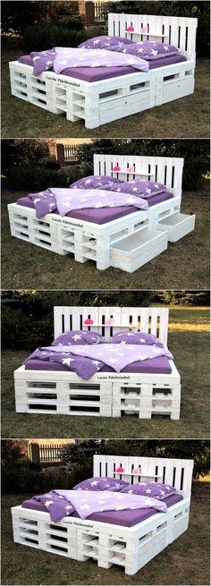 #decoracao  com #pallet .  Linda e super prática #cama  com gavetões que proporcionam um grande espaço extra.