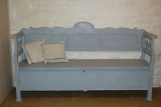 ANTIQUE HUNGARIAN COUNTRY BOX SETTLE BENCH