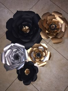 Black, gold and silver paper flowers for background - Decoration For Home Paper Flower Backdrop, Paper Flowers Diy, Paper Roses, Silver Party Decorations, Graduation Decorations, Silver Paper, Gold Paper, Paper Paper, Black Paper