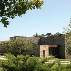 Casa em Brito | Topos Atelier de Arquitectura Portugal, Mansions, House Styles, Home Decor, Quartos, City, Places, Houses, Atelier