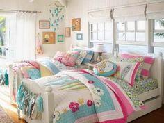 Dormitorio compartido colorido