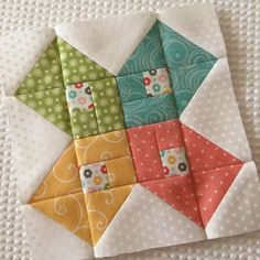 Quilt Block - love this! Cute Quilts, Scrappy Quilts, Small Quilts, Mini Quilts, Half Square Triangle Quilts, Square Quilt, Patch Quilt, Quilt Blocks, Quilting Projects