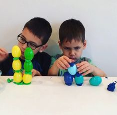 Easter Egg and Playdough Building 🥚 ages 5-8 🥚 Great STEAM challenge for kids. All you need are Easter eggs and Playdough! I challenged the boys to create the tallest structure possible. Lots of variations and techniques were attempted and they played long after the video stopped. 👍🏻
