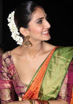 Vaani Kapoor Hot Photos In Green Saree - Actress Album Bollywood Fashion, Bollywood Actress, Indian Bollywood, Indian Blouse, Indian Sarees, Silk Sarees, Bengali Saree, Indian Wear, Brocade Blouses