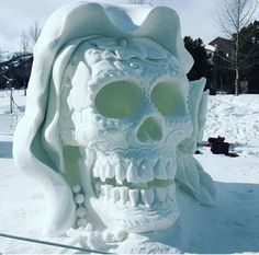 Funny pictures about Snow Skull. Oh, and cool pics about Snow Skull. Also, Snow Skull photos. Memento Mori, Snow Sculptures, Lion Sculpture, Colorado Snow, Ice Art, Tattoo Und Piercing, Snow Art, Skulls And Roses, Skull Art