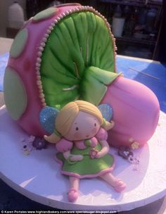 This Fairy and Toadstool Cake by Karen Portaleo is gorgeous! Pretty Cakes, Cute Cakes, Beautiful Cakes, Amazing Cakes, Fondant Cakes, Cupcake Cakes, Cake Icing, Toadstool Cake, Mushroom Cake