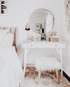 Ideas For Wall Paper Modern Bedroom Interior Design Shabby Chic Kitchen, Farmhouse Kitchen Decor, Farmhouse Chic, Shabby Chic Bedrooms, Shabby Chic Homes, Vintage Teen Bedrooms, Girl Bedrooms, Bedroom Vintage, Awesome Bedrooms
