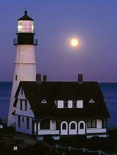 Portland Head Lighthouse, Portland, Maine More Lighthouse Lighting, Lighthouse Pictures, Maine Lighthouses, Beacon Of Light, Light Of The World, Am Meer, East Coast, Beautiful Places, Around The Worlds