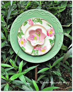 This is officially the cutest plate flower I have ever seen!