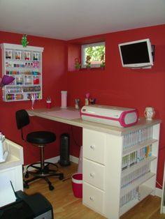 I want my husband to make me a desk/room like this!  I would never leave my Cricut Room!
