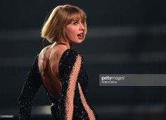 TOPSHOT - Singer Taylor Swift performs onstage during the 58th Annual Grammy music Awards in Los Angeles February 15, 2016. AFP PHOTO/ ROBYN BECK / AFP / ROBYN BECK
