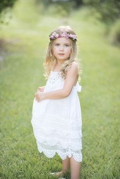 Flowergirl by Tea Princess photo by Luminescence Studios hair,makeup, styling floral halos Style me Jaime Wedding Hairstyles For Girls, Flower Girl Hairstyles, Little Girl Hairstyles, Vestidos Vintage, Vintage Dresses, Hippie Dresses, Flower Girl Dresses, Flower Girls, Princess Photo