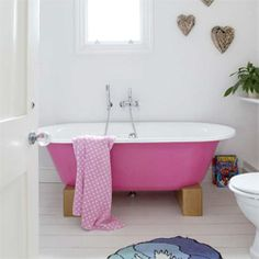 Antique bathtub inspiration. (via desiretoinspire)