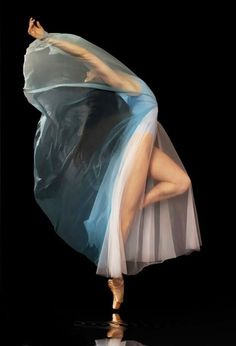 On Pointe Pose in Blue