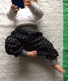 """Babyhose Käferchen Freebook, consisting of a pattern and sewing instructions for the baby pants """"Käferchen"""" Toddler Girl Style, Toddler Girl Outfits, Baby Outfits, Kids Outfits, Toddler Sewing Patterns, Baby Knitting Patterns, Sewing For Kids, Storing Baby Clothes, Cute Baby Clothes"""