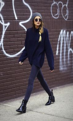 Casual Fall Outfit. Skinny jeans, black booties, a beanie and an oversized navy sweater
