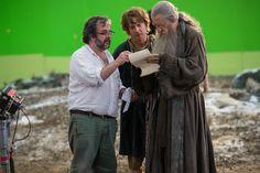 Peter Jackson talks Hobbit, Battle of Five Armies with Martin Freeman ( Bilbo ) and Ian McKellen ( Gandalf )  Can't wait!!!!!❤️