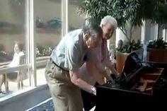 A 65 év feletti házaspár kivizsgálásra ment a kórházba. Amit a váróteremben tettek, attól mindenki libabőrös lett!