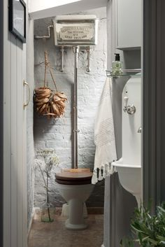 You'll find this homely bathroom design at the Catchpole and Rye Tunbridge Wells showroom.