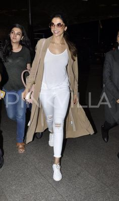 Deepika Padukone Makes Basic Look Hella' Good! Casual Indian Fashion, Trendy Fashion, Womens Fashion, Fashion Trends, Western Outfits, Western Wear, Deepika Padukone Style, Casual Outfits, Fashion Outfits