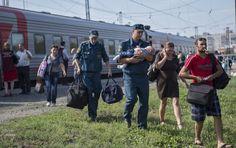 In Russland setzt sich der Trend steigender Einbürgerungszahlen fort. Im vergangenen Jahr haben mehr als 265.000 Zuwanderer aus dem postsowjetischen Raum die russische Staatsbürgerschaft erhalten - 55.500 mehr als im Jahr davor. Fast die Hälfte der Eingebürgerten stammte aus dem Kriegsland Ukraine.