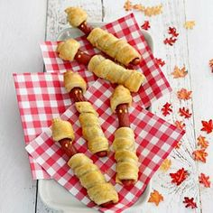 Recept - Mummieworstjes - Allerhande Healthy Birthday Treats, School Birthday Treats, Halloween Craft Activities, Halloween Snacks, Diy Halloween, Healthy Classroom Snacks, Cute Food, Yummy Food, Little Presents