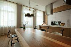 Velký jídelní stůl osvětlují dva lustry - Skleníky od Kristýny Pojerové. Squat, Furniture, Home Decor, Squat Bum, Decoration Home, Room Decor, Home Furnishings, Squats, Home Interior Design