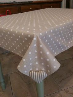 Pure HeART di Francesca Pugliese: TOVAGLIE E COPRI TAVOLO SHABBY-CHIC - weighted hearts on the corners hold down the cloth, inside or outside!!!!