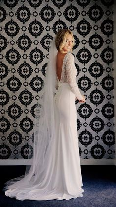 White bride dresses. All brides want to find themselves finding the perfect wedding, however for this they require the perfect wedding dress, with the bridesmaid's dresses enhancing the wedding brides dress. These are a few ideas on wedding dresses.