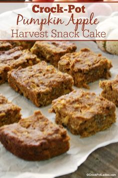 Eat a slice of this healthy and easy to make Crock-Pot Pumpkin Apple Harvest Snack Cake for a snack, dessert or even breakfast. Delicious and moist! Best Dessert Recipes, Apple Recipes, Pumpkin Recipes, Fun Desserts, Fall Recipes, Top Recipes, Thanksgiving Recipes, Delicious Recipes, Baking Recipes
