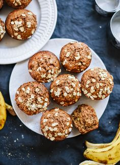 These whole wheat, maple-sweetened banana muffins are the best! So fluffy and moist, I bet no one can guess they're healthy muffins. Easy to… Muffins Blueberry, Healthy Banana Muffins, Banana Oatmeal Muffins, Banana Bread, Healthy Recipe Videos, Easy Healthy Recipes, Pastas Recipes, Dinner Recipes, Meal Recipes