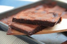 "5-ingredient, no bake brownies that are rich, chocolately, slightly nutty and more than moreish. The addition of fresh ginger creates an extra special combination of flavours.These raw brownies or ""rawnies"" take the raw snacks I have talked about in the past to another level; this is perfectly acceptable dessert territory. You could serve them with whipped coconut cream, …"