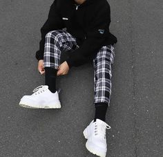 best casual wear for men Mode Outfits, Trendy Outfits, Fashion Pants, Fashion Outfits, Mens Fashion Shorts, Fashion Styles, Men's Fashion, Vetement Fashion, Mode Vintage