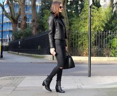 I'll never tire of an all black look. Peexo personal style.