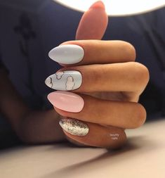 The advantage of the gel is that it allows you to enjoy your French manicure for a long time. There are four different ways to make a French manicure on gel nails. Cute Acrylic Nails, Acrylic Nail Designs, Acrylic Art, Spring Nail Art, Spring Nails, Spring Makeup, Pretty Nail Art, Manicure E Pedicure, Get Nails
