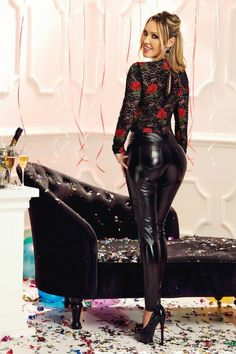 Read details on where to buy leather pants Pvc Trousers, Latex Pants, Leather Trousers, Leather Leggings Outfit, Shiny Leggings, Leggings Are Not Pants, Pantalon Vinyl, Atmosphere Fashion, Belle Silhouette