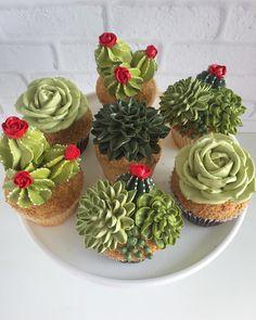 Hola, señoritas #succulent #cupcakes #cakes