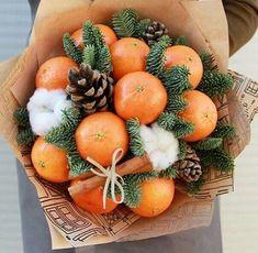 Christmas Gift Box, Christmas Mood, Christmas Wreaths, Christmas Crafts, Xmas, Edible Fruit Arrangements, Edible Bouquets, Food Bouquet, Gift Bouquet