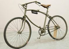 BSA: Folding paratrooper bicycle dating to WW2