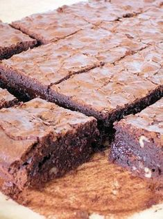 Extra Chocolate Brownie Recipe- Recette de Brownie au chocolat extra Extra chocolate brownie: the easy recipe - Brownie Desserts, Brownie Cake, Brownie Recipes, Chocolate Desserts, Cake Recipes, Snack Recipes, Dessert Recipes, Chocolate Topping, Brownie Cookies